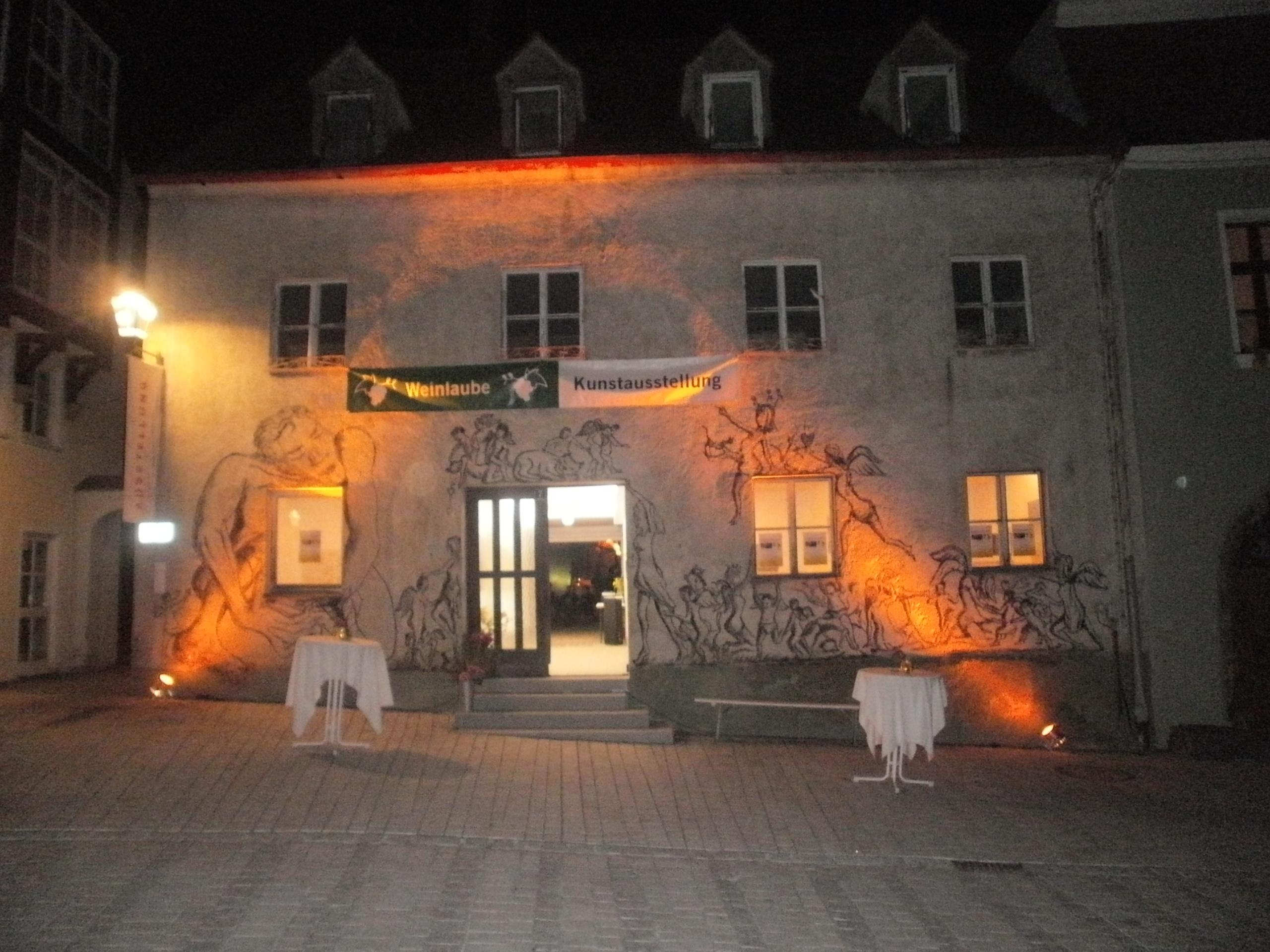 """Neunburgs neues """"Haus der Kunst"""" bei Nacht... Foto: Karl Stumpfi"""