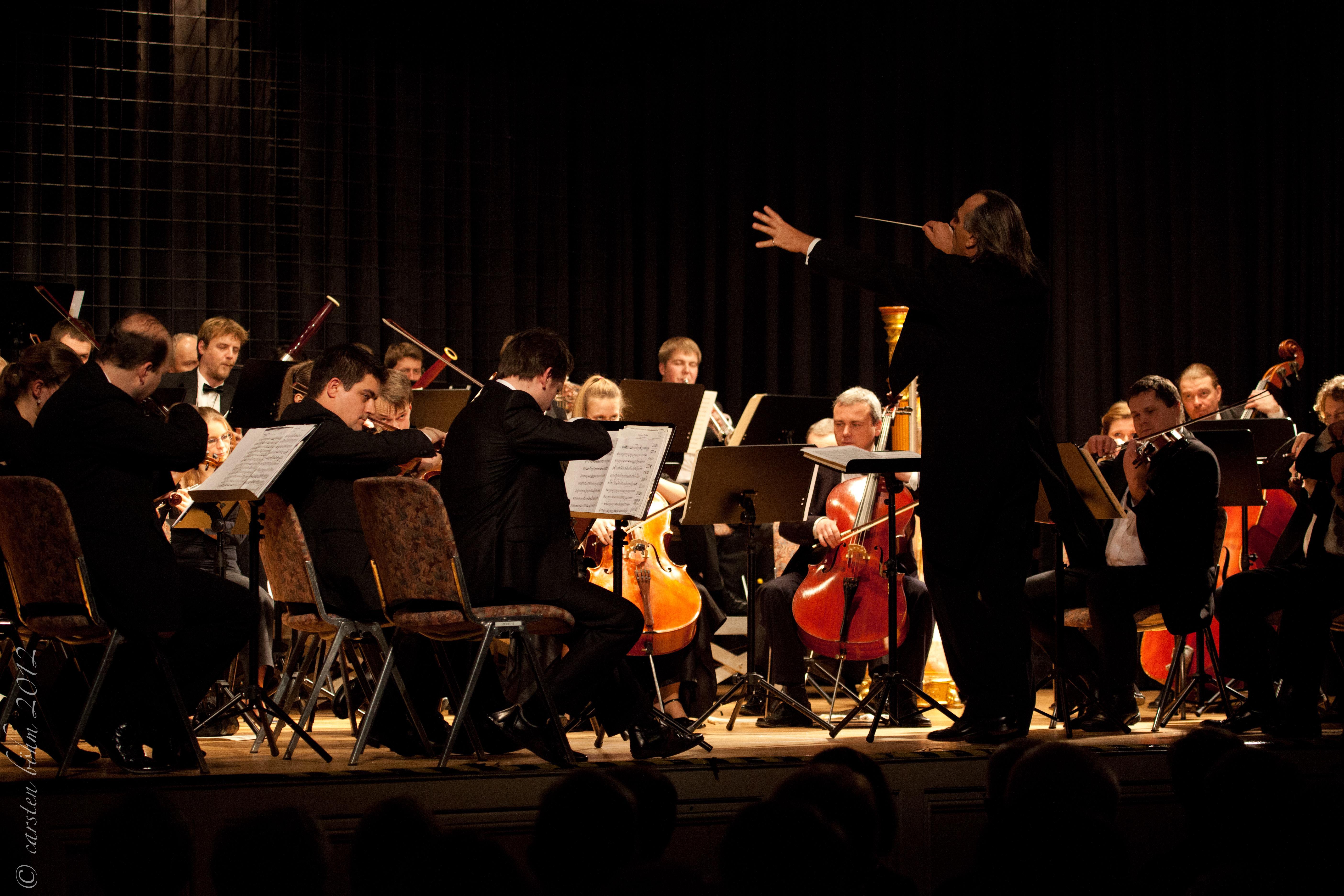 Smetana Philharmoniker Prag unter Leitung von Chefdirigent Hans Richter.