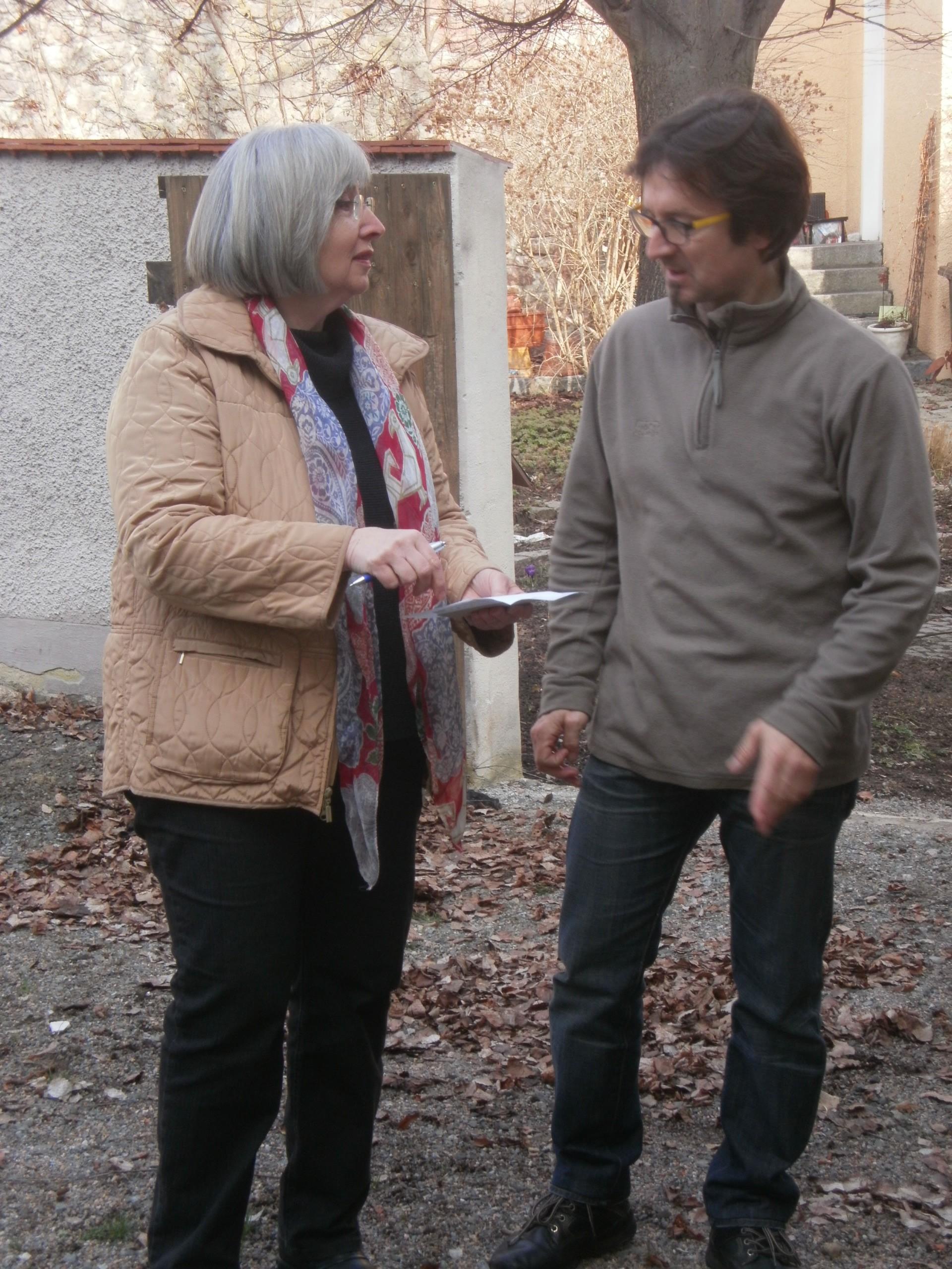 Vorsitzender Martin Schmid und Ausstellungsleiterin Renate Ullmann vor Ort.