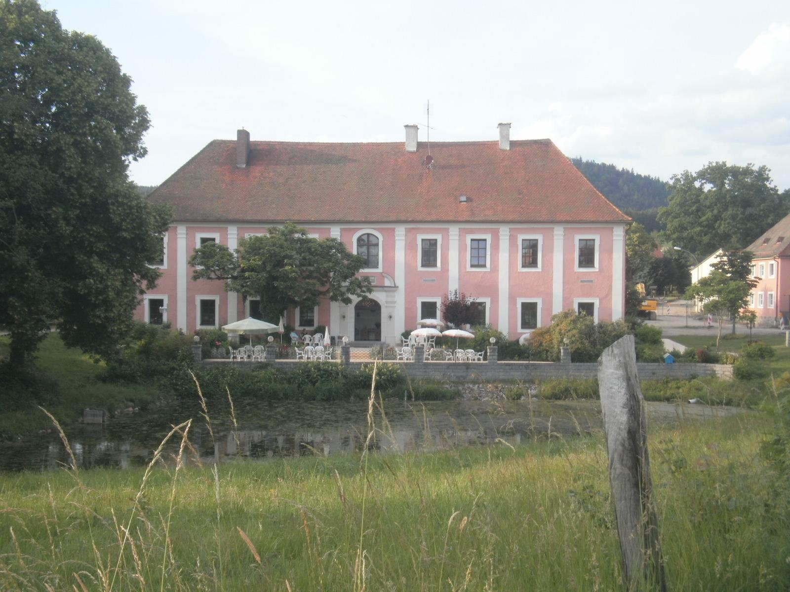 Schloss Kröblitz - das malerische Ziel der KVU-Wandervögel am 29. Juni abends... Foto: F. W. Stumpfi