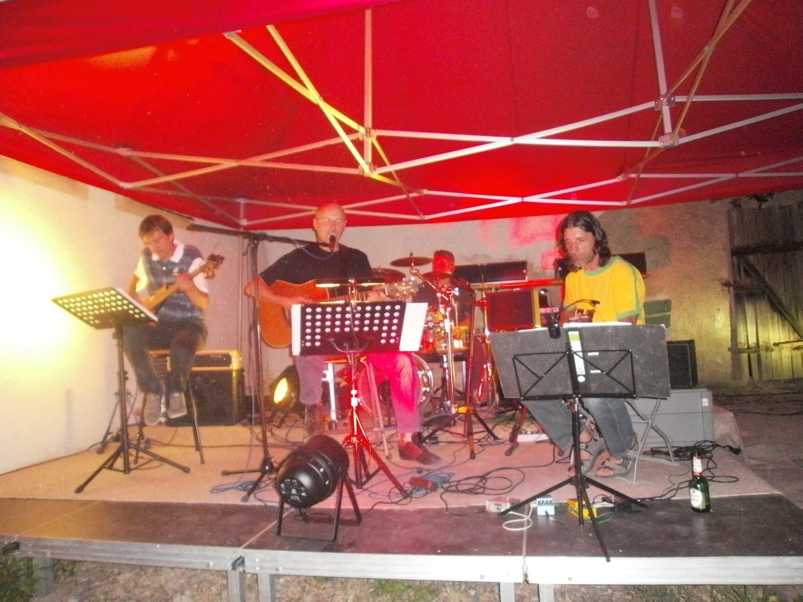 """Die Gruppe """"Just One More"""" spielt am Sonntagabend im KVU-Weinhof"""