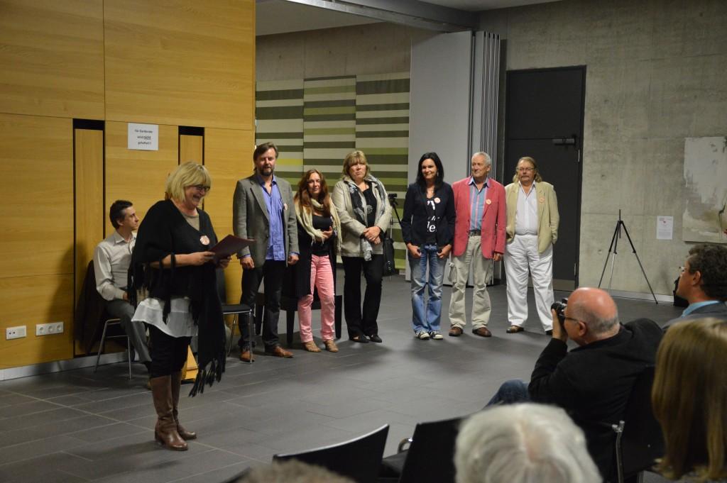 Renata stellt die Künstler der Pilsener Gruppe ArtVrch vor.