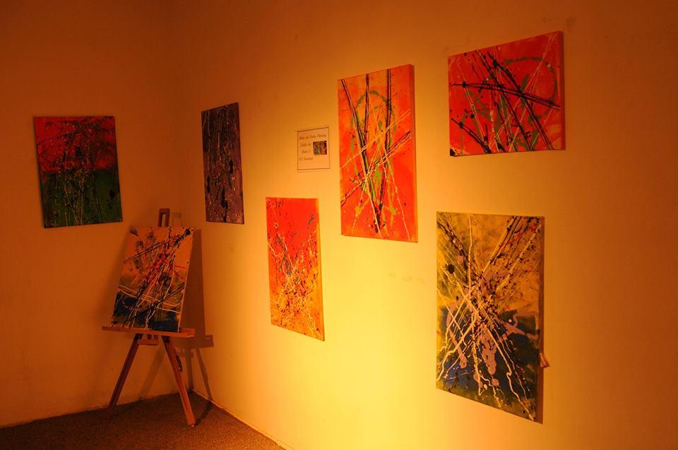 Die Erdfarben-Malereien der Sommerausstellung sorgt für weiteren Glanz...
