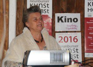 """13.10.: Dr. Marita Panzer (Schriftstellerverband Ostbayern) eröffnet den Filmabend """"Literatur in Wanderstiefeln"""" im KQ."""