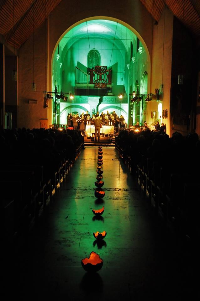 Stimmungsreiches Nachtkonzert des Chors CONTIGO am 5. November in der Stadtpfarrkirche St. Josef. Foto: Agnes Jonas