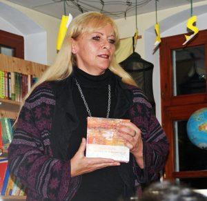 KVU-Vorsitzende Beate eröffnete die Lesung.