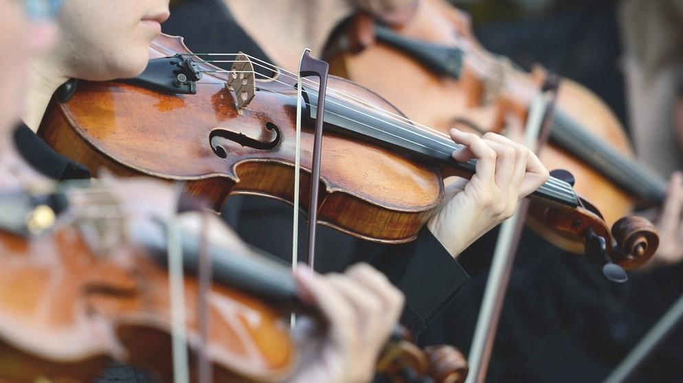 """""""Musik, die für die Ewigkeit geschrieben wurde"""", erklingt nach Worten Mark Masts beim Neunburger """"Jahrtausendkonzert"""" in der Schwarzachtalhalle. Dazu gastiert die Bayerische Philharmonie erstmals in der Oberpfalz."""