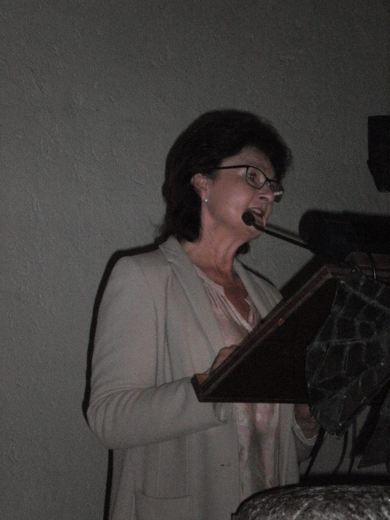 Dr. Maria Baumann, Direktorin der Diözesanmuseen, bei der Eröffnungsrede in der ev. Versöhnungskirche.