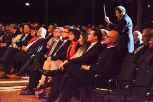 Die eröffnende Festfanfare dirigierte Mark Mast aus dem Auditorium. Foto: R. Gohlke