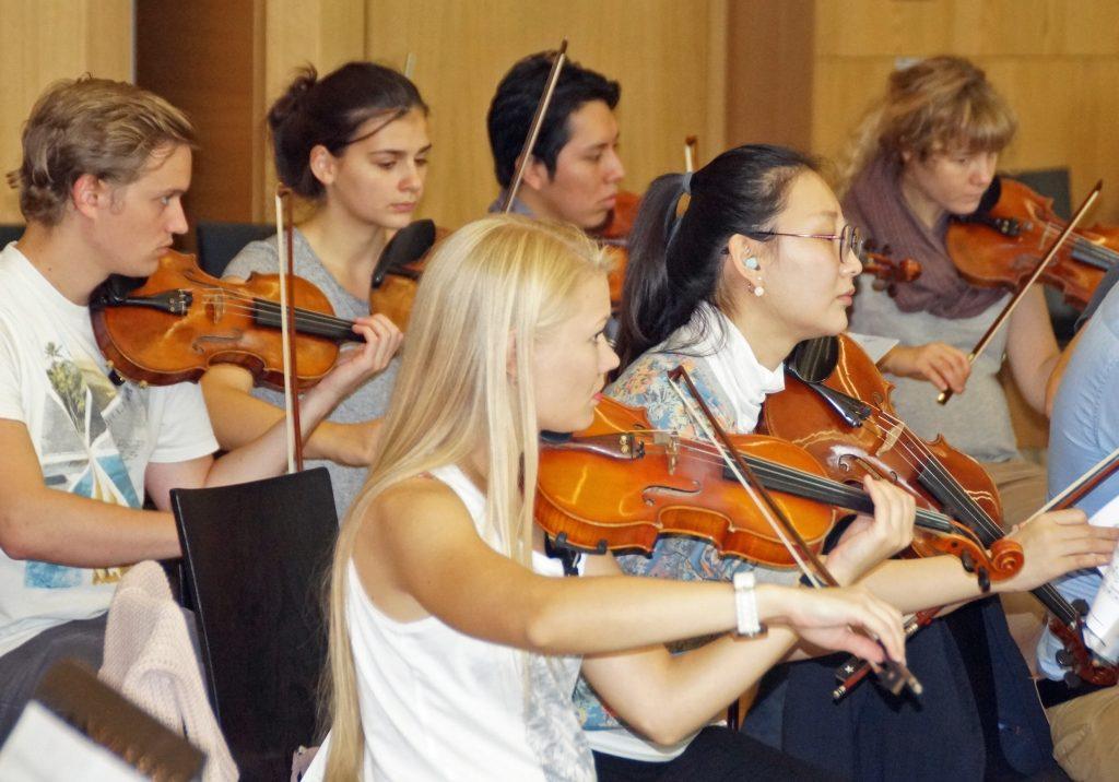 Erste und zweite Violinen....