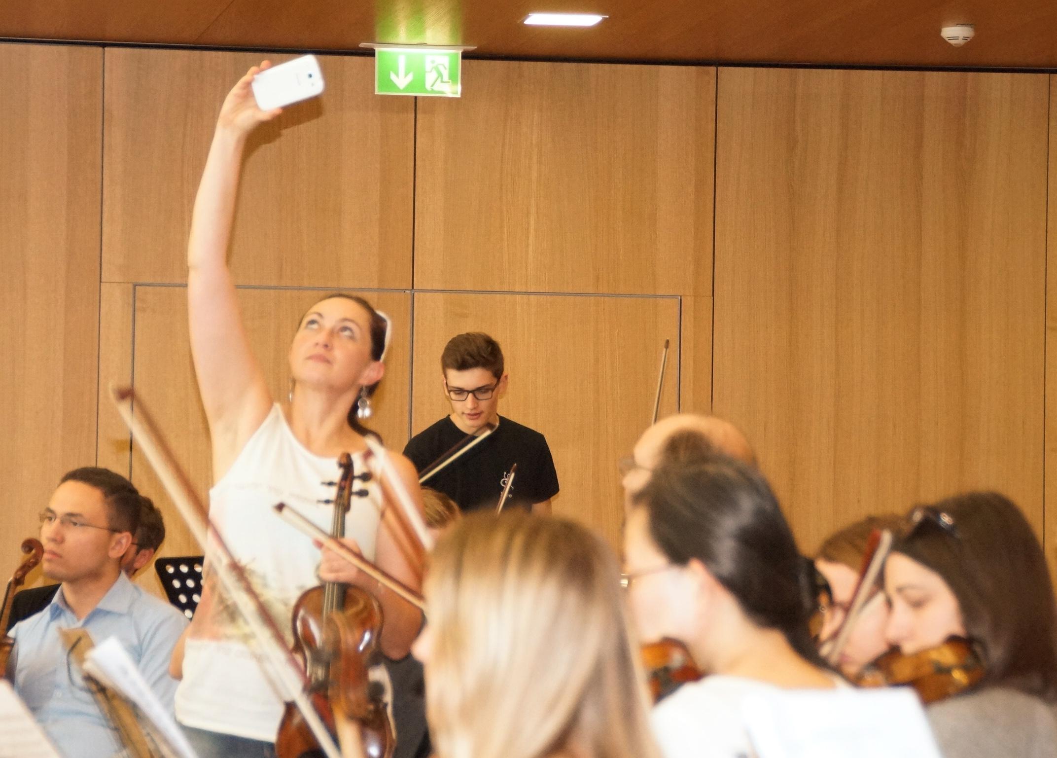 """Das Pflicht-""""Selfie"""" vor Beginn des Orchester-Workshops...."""