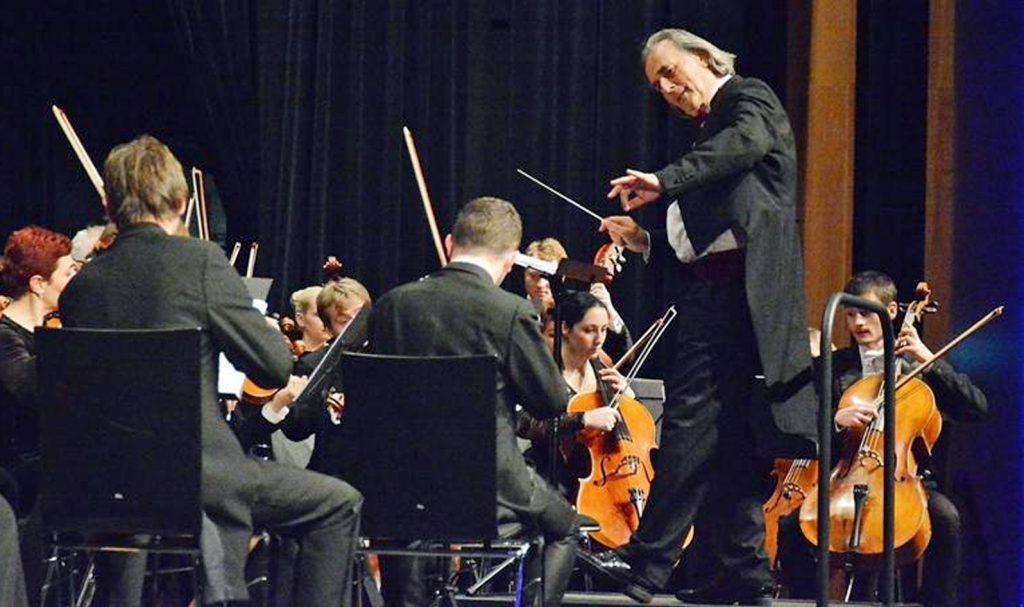 Maestro Hans Richter leitete sein Orchester mit gewohnter Souvernität und überzeugte zudem als charmanter Conferencier.