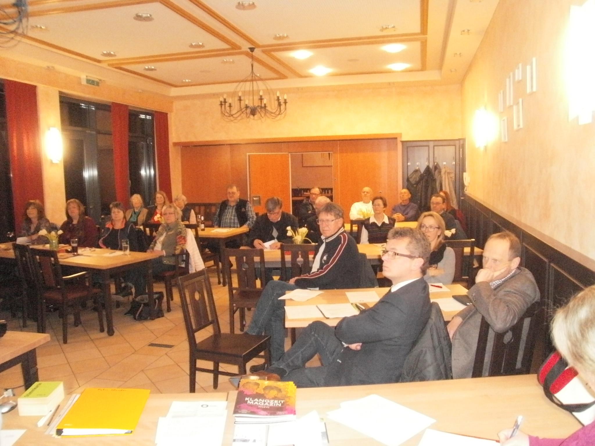 """26 KVU-Mitglieder nahmen an der Jahresversammlung im Restaurant """"Zum Pfalzgrafen"""" teil. Fotos: K. Stumpfi (2), A. Feldmeier"""