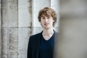 Pianist Alexander Maria Wagner spielt das 1. Klavierkonzert b-moll op 23 von Tschaikowsky.