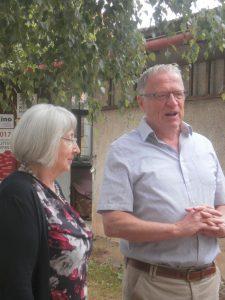 Vorsitzender Peter Wunder und Kuratorin Renate Ullmann bei der Begrüßung.