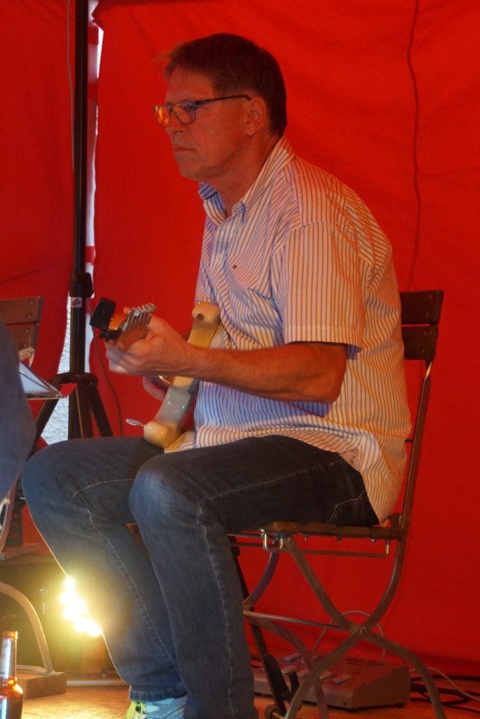 Feine Gitarrensoli von Klaus Götze.