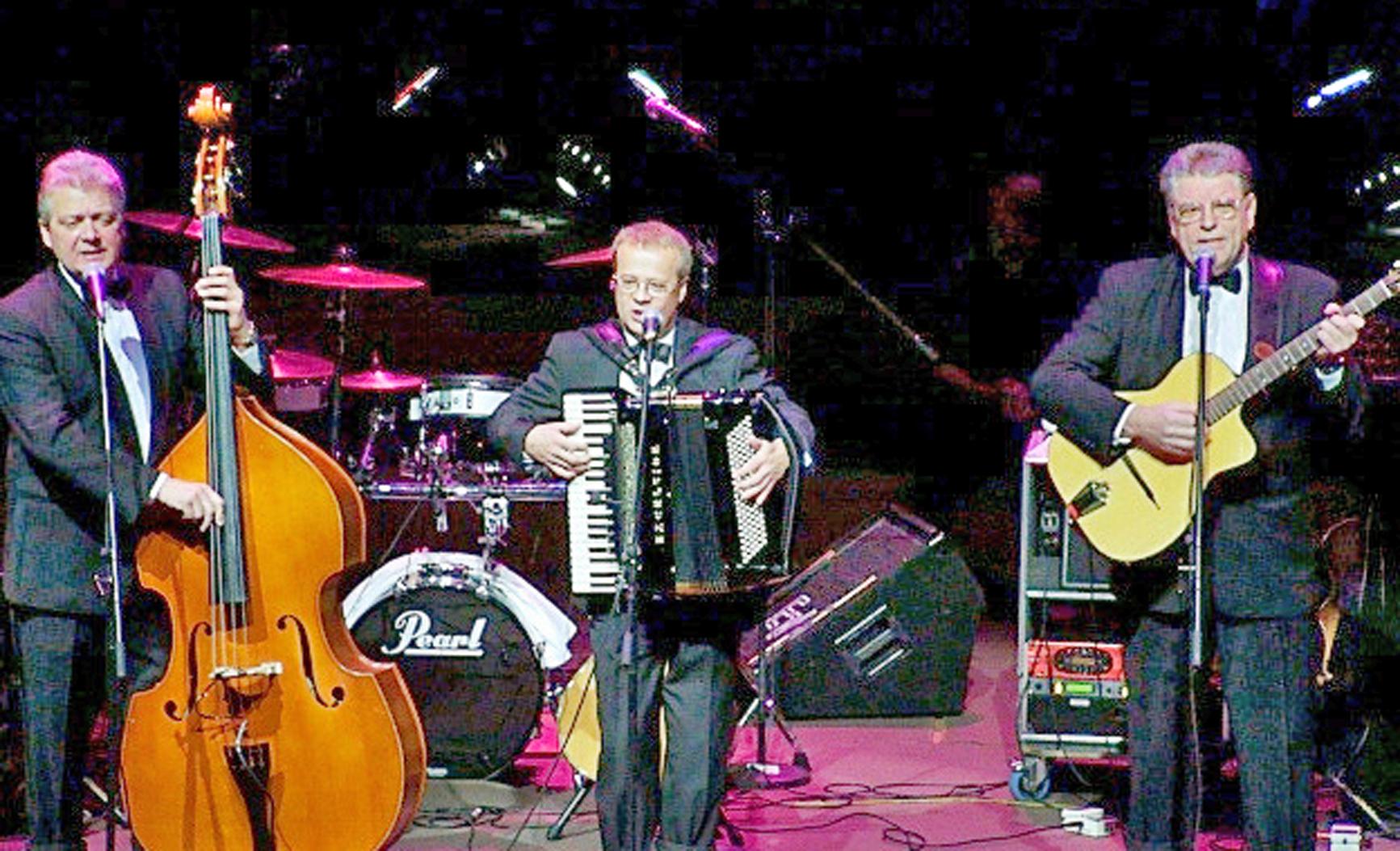 Von der Kaiserstadt in die Pfalzgrafenstadt: Trio Wien spielt beim Heurigenabend in der Schwarzachtalhalle auf.