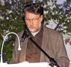 2. Vorsitzender Karl Stumpfi stellte die sechs Ahoj18-Künstler vor.