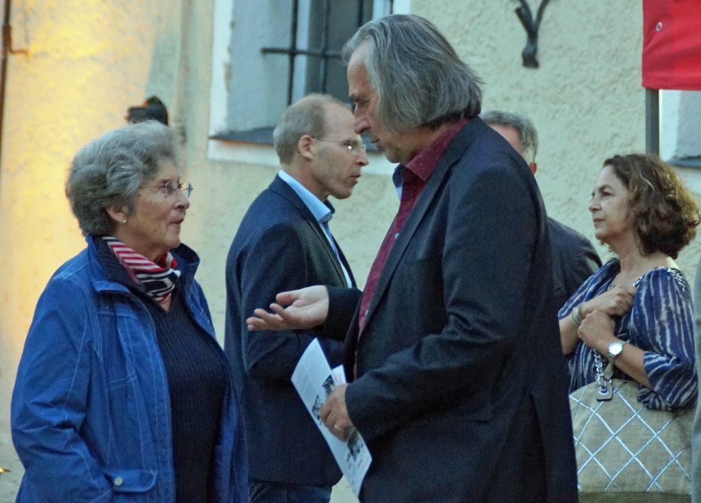 Unter den Ehrengästen der Ahoj18-Vernissage befand sich auch Hans Richter, Chefdirigent der Prager Smetana Philharmoniker.