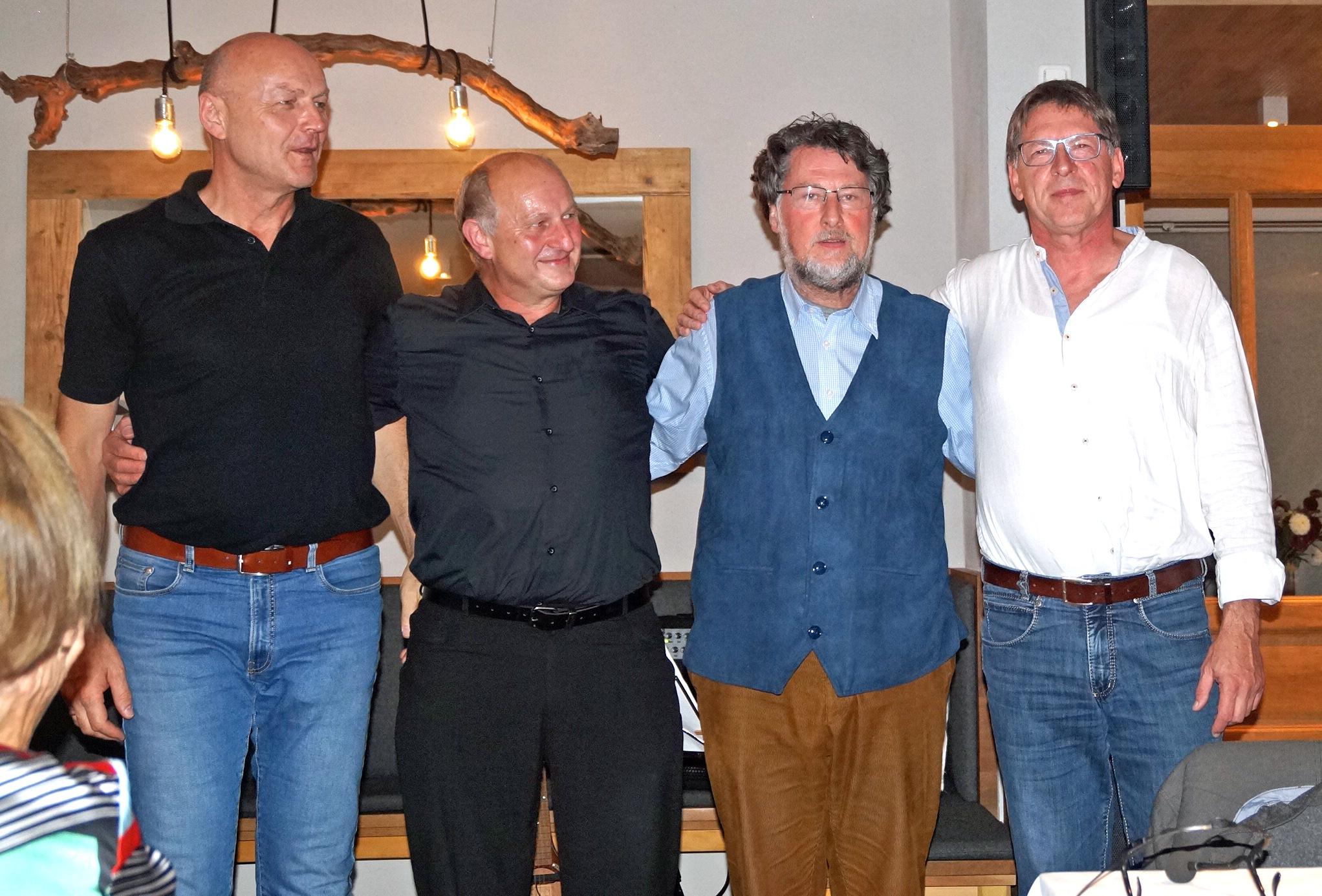 Die Vier Unverdorbenen nach dem rundum gelungenen Auftritt in Chammünster (v. li.) Jürgen Zach, Franz Schöberl, Karl Stumpfi und Klaus Götze. Fotos: Alfred Grassmann