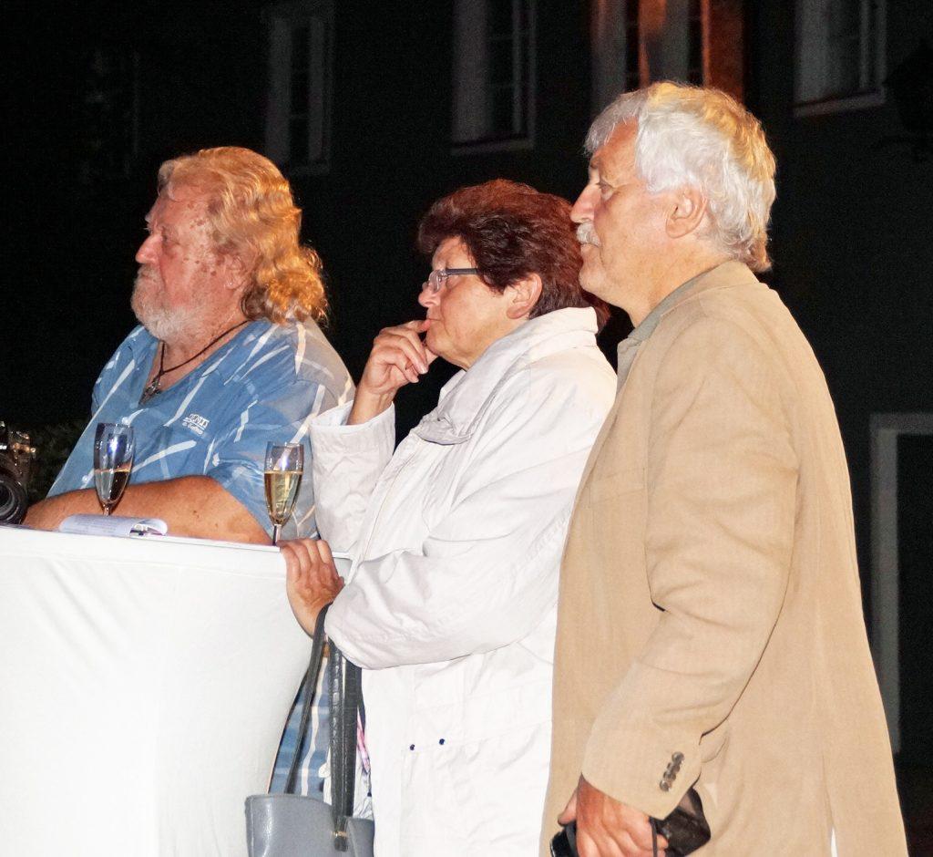 Von der Performance gebannt: das lokale Pressekorps mit Ralf Gohlke (MZ), Elfriede und Udo Weiß (NT)