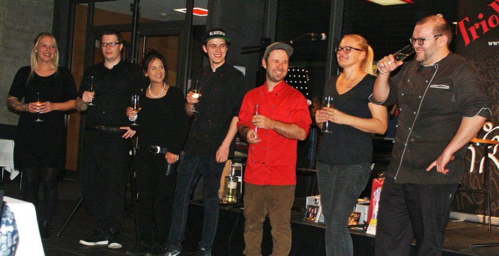 """Beim Küchenteam des """"Esszimmer""""-Restaurants lag der kulinarische Teil des Heurigenabends in besten Händen."""