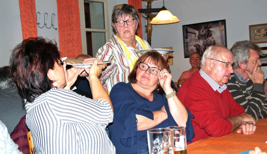 """Großandrang im Wirtshaus und Service-Stress für die """"Gänswirtin"""" Marlies Weigl!"""