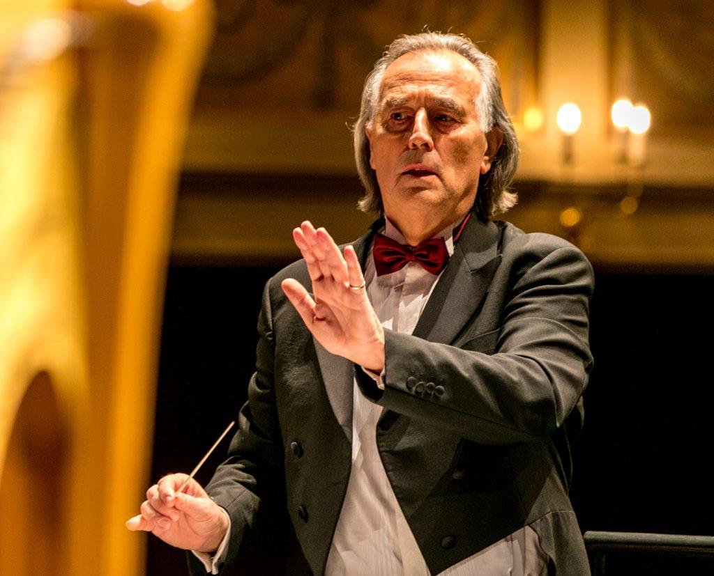 Maestro Hans Richter dirigiert die Prager Smetana Philharmoniker beim 6. Neunburger Neujahrskonzert am 2. Januar, 20h, in der Schwarzachtalhalle.