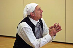 Der alte Geizkragen Ebenezer Scrooge wird von drei Geistern heimgesucht...