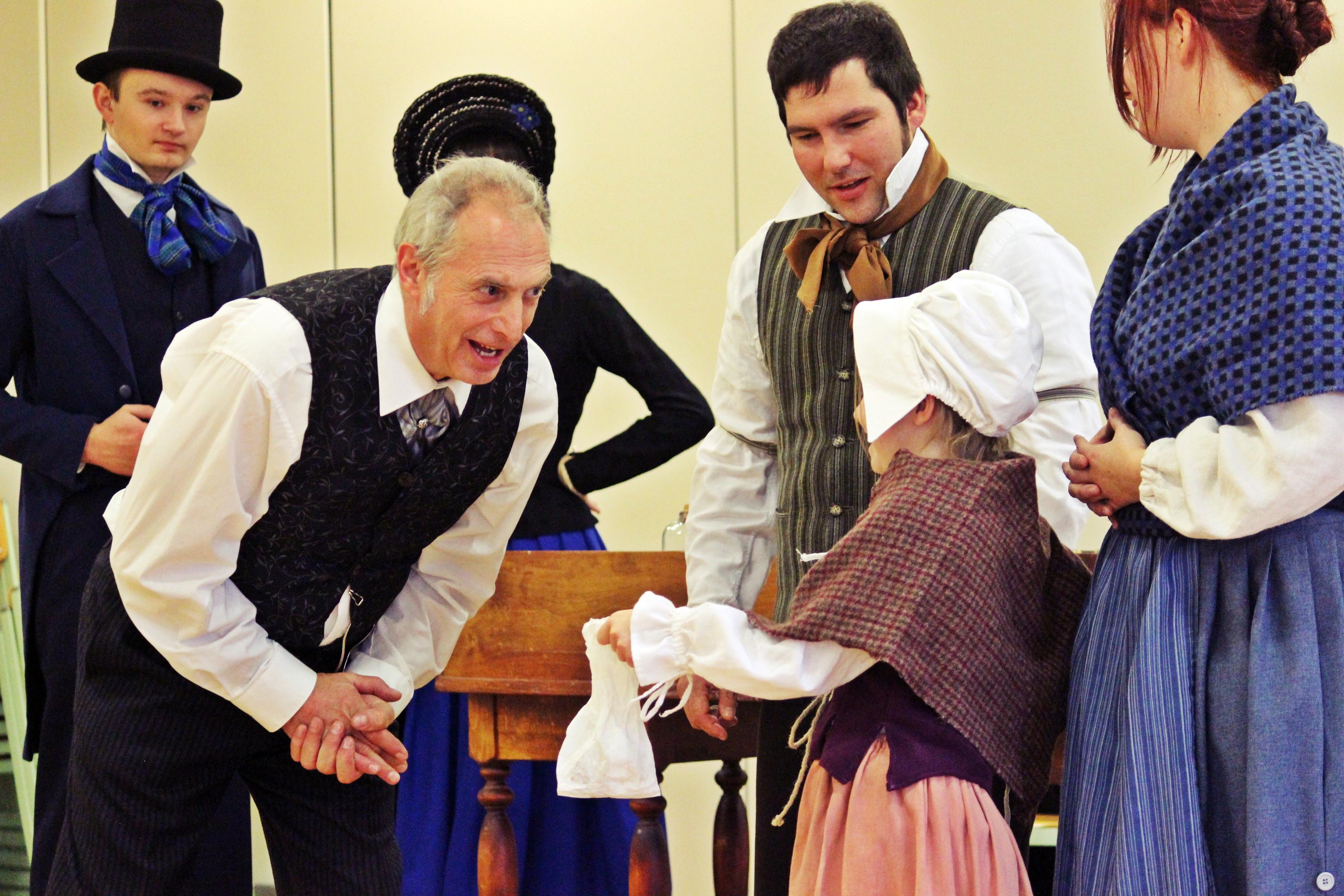 """Das OVIGO-Ensemble kommt zum Abschluss des Kunstherbstes mit einer Theaterfassung des Charles-Dickens-Klassikers """"A Christmas Carol"""" nach Neunburg. Foto: Ovigo/Wein"""