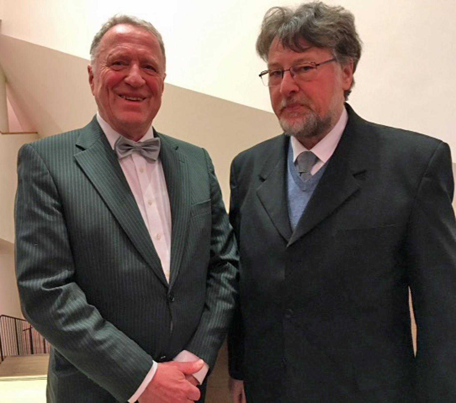 KVU-Vorsitzende Peter Wunder (li.) und Karl Stumpfi erwartungsvoll kurz vor Konzertbeginn in der Elbphilharmonie. Fotos: Maria Wunder