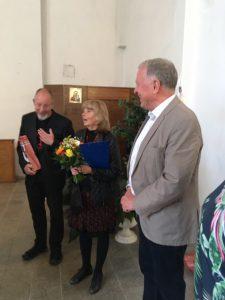 Schulleiterin Jarmila Štepanková und Pfarrer Mgr. Tomás Procházka begrüßten 1. Vorsitzenden Peter Wunder an der Spitze der KVU-Delegation.