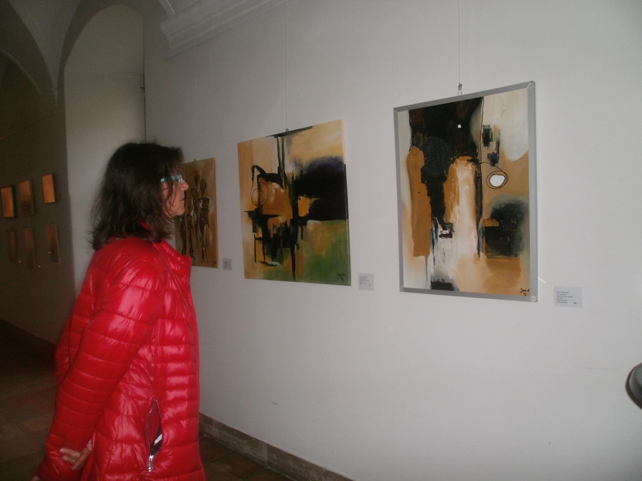 Werke von zehn Künstlerinnen und Künstlern des Neunburger KVU können ab sofort im Kreuzgang des Klosters Ensdorf in Augenschein genommen werden.