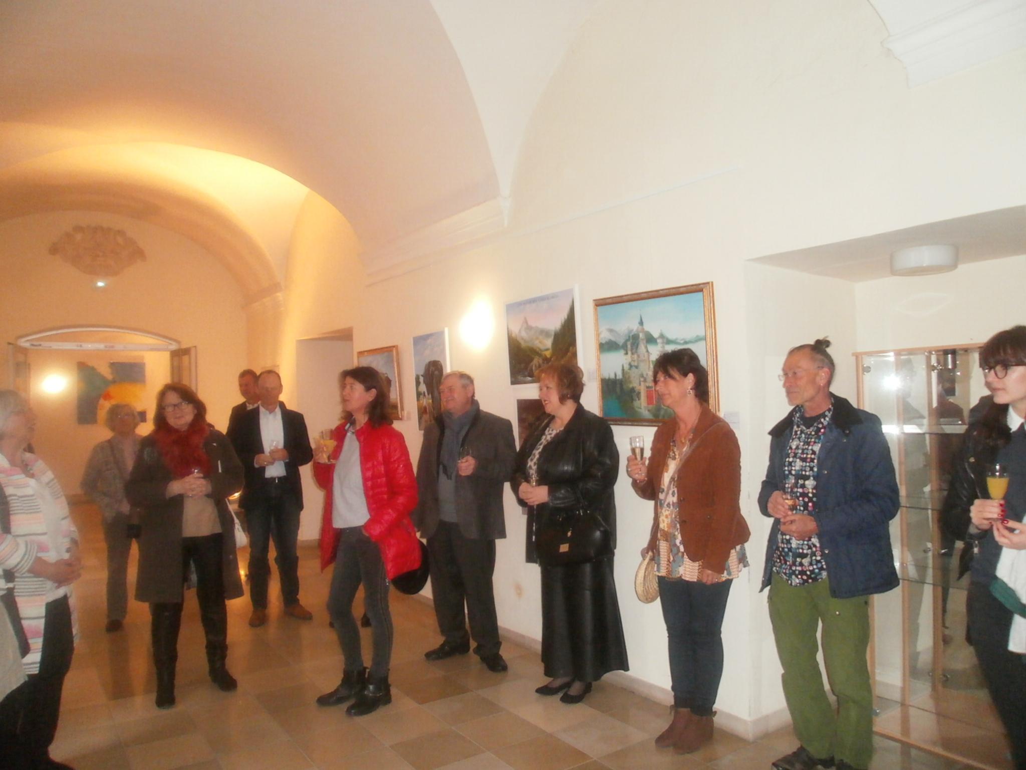 Die erste Vernissage des Neunburger Kunstvereins Unverdorben am Samstag, 4. Mai 2019 im Kreuzgang des Klosters Ensdorf. Fotos: Karl Stumpfi, KVU-Medienreferent