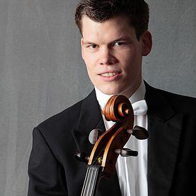 Benedikt Don Strohmeier (Violoncello)