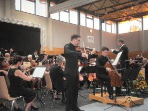 Benedikt Wiedmann (Geige) und Benedikt Don Strohmeier (Cello) beeindruckten mit hohem Spielniveau.