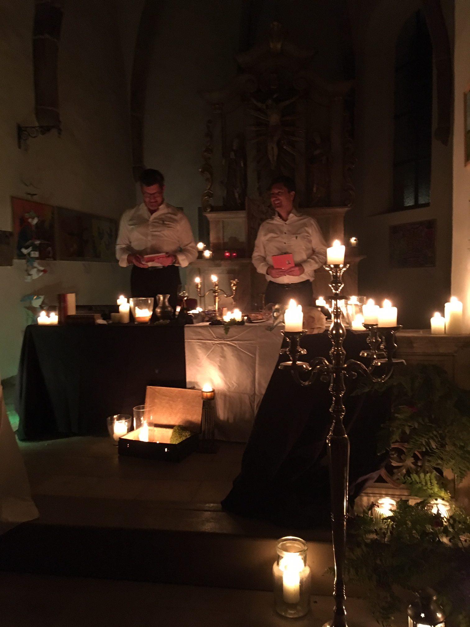 Die Neunburger Spitalkirche, in mystisches Kerzenlicht getaucht... Foto: Maria Wunder
