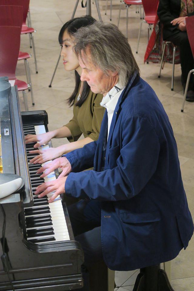 """Generalprobe für """"Klavier zu vier Händen"""" in der Jugendkirche München, Preyssingstraße, mit Anton Zapf und Mayuko Obuchi."""