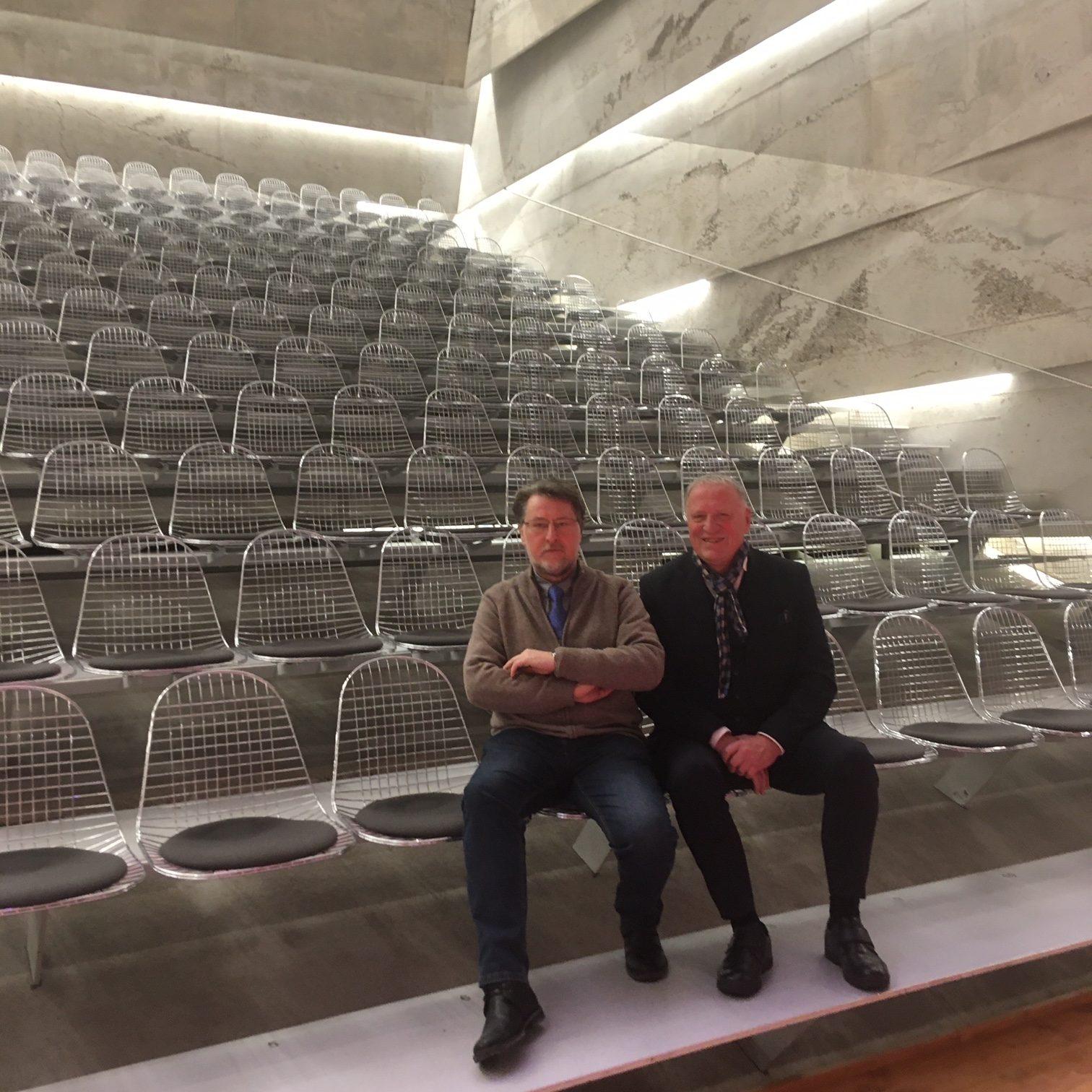 """Die KVU-Vorsitzenden beim """"Probesitzen"""" im Auditorium des Konzerthauses Blaibach. Fotos: Maria Wunder"""
