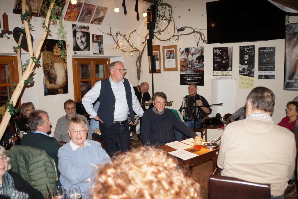 Vorsitzender Wunder begrüßte die Gästeschar und eröffnete das Neunburger Kunstjahr 2020 offiziell. Foto: Udo Weiß, NT