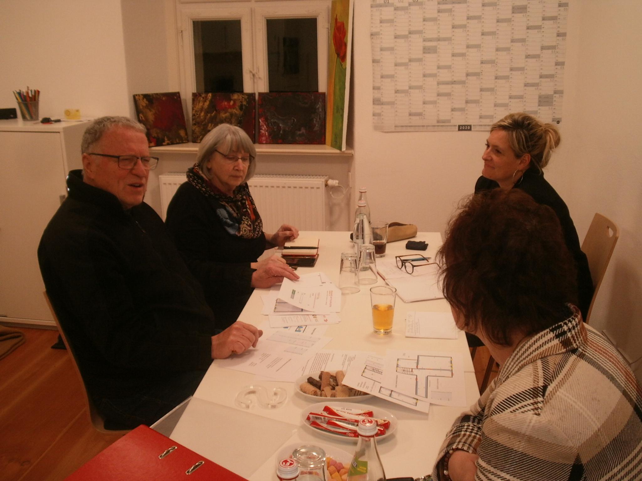 Mit der städtischen Fronfeste-Koordinatorin Elke Reinhart besprachen KVU-Vorstandsmitglieder die ersten Vereinsaktivitäten im neuen Domizil