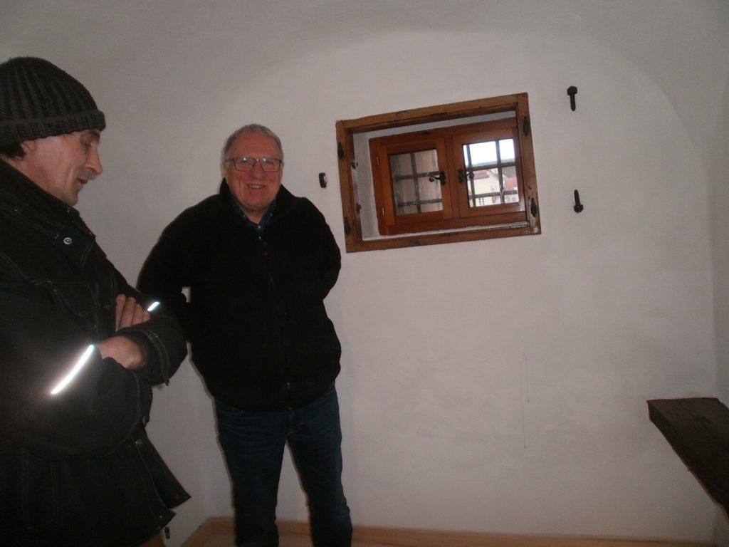 Florian Zeitler, Künstler aus Maxhütte-Haidhof, wird die alte Arrestzelle mit Kunstobjekten bestücken.