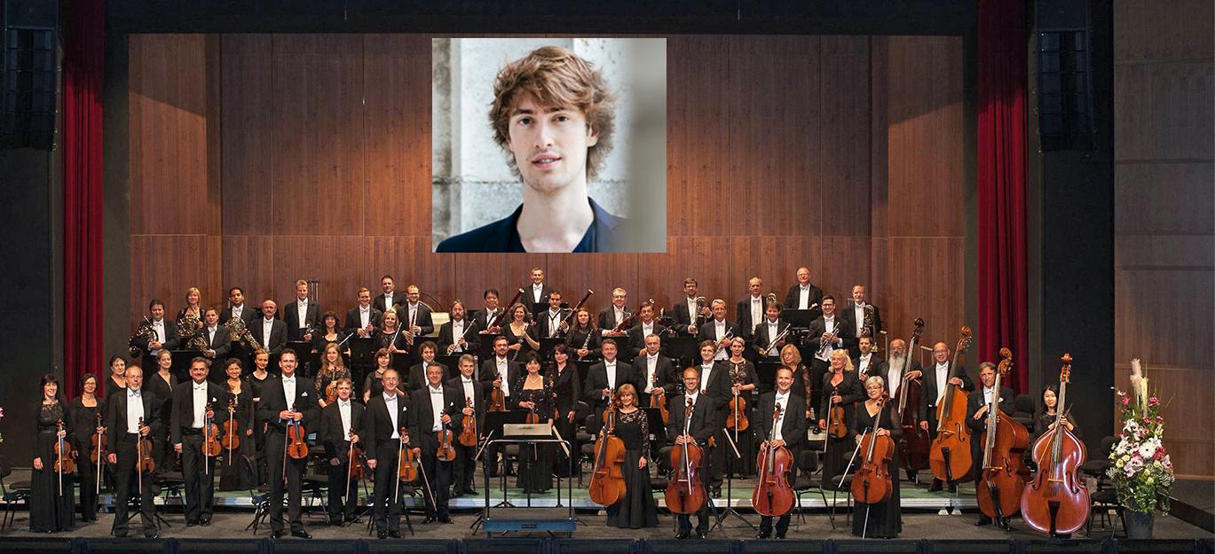Orchesterfoto der Vogtland Philharmonie für die Saison 2018/2019 auf der großen Bühne der Vogtlandhalle Greiz.