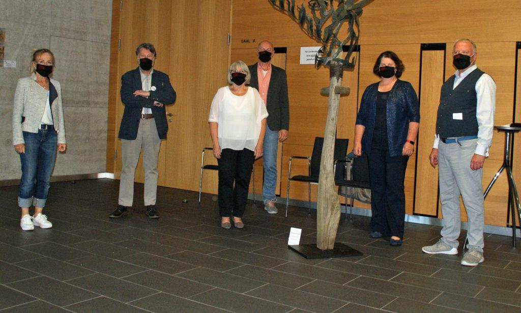 Die strikte Einhaltung von Schutz- und Hygienemaßnahmen demonstrierten die Mitglieder der KVU-Vorstandschaft durch Tragen der eigens für den Kunstverein gestylten Gesichtsmasken.