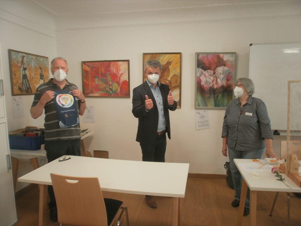 Bei der Workshop-Eröffnung von li.: KVU-Vorsitzender Peter Wunder, Bürgermeister Martin Birner und WS-Leiterin Renate Ullmann.