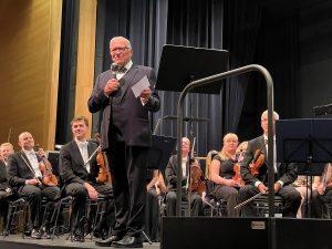 Grußworte des KVU-Vorsitzenden ans Publikum und an die Königgrätzer Philharmoniker.